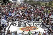 Miles de estudiantes protestaron contra los recortes de Bolsonaro