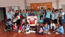 Iguazú: Sortean una camiseta de River y una de Boca autografiada para ayudar a sus alumnos