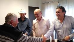 Entregan créditos y subsidios a 16 cooperativas de la provincia