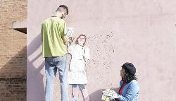 Homenaje a la tarea docente en un mural en el cementerio