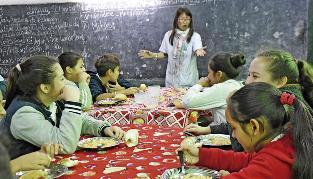 Aumentó la matrícula en escuelas públicas  y sus comedores  están al límite