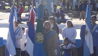 Santa Ana: Escuelas portaron por primera vez la bandera de ceremonias del municipio