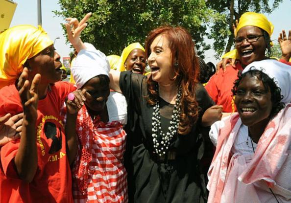 Cristina bailando en Angola
