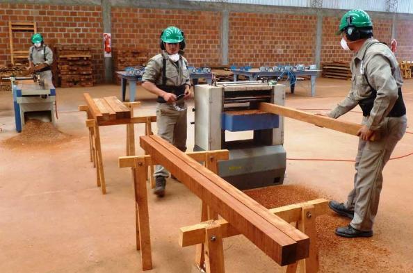Comenz a producir la f brica de muebles y aberturas for Muebles avelino